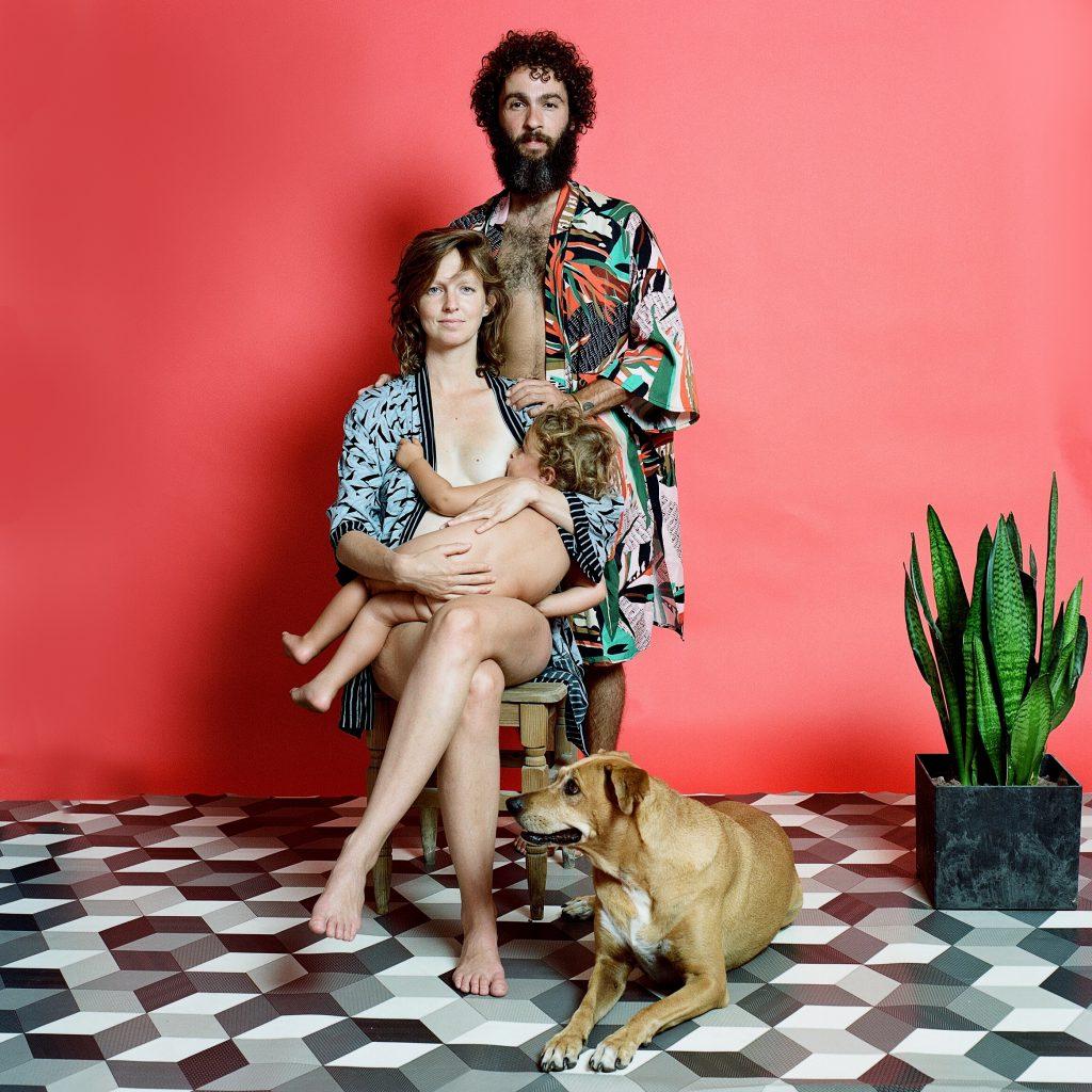 משפחת שרש הראל: לוצה, אדם, לאו והכלבה מנתקייה | אלה ברק | צילום אנלוגי, הדפס דיגיטלי | 2020